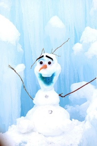 Olaf-Frozen-midway-icecastles