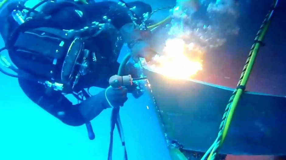 Thermite being used for underwater welding