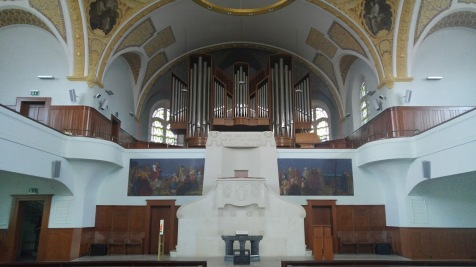 Organ and altar - The Reformed Church of Zurich-Oerlikon