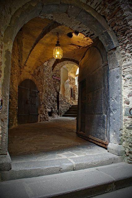 2016-07-08-Berg-Eltz-entrance