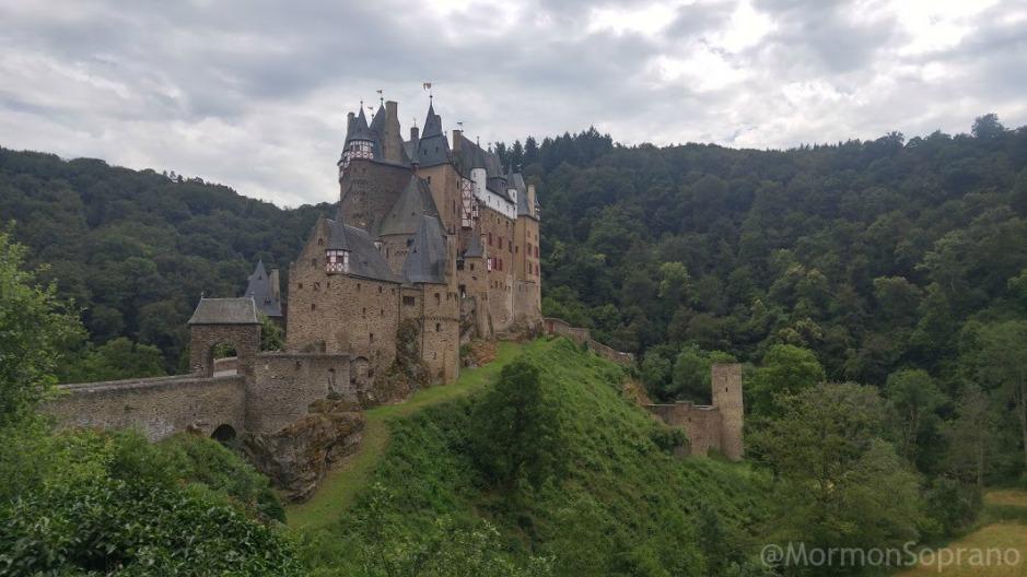 2016-07-08-eltz-castle-panorama.1.1