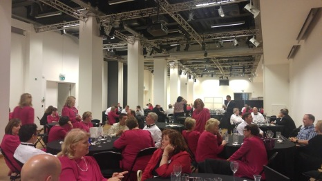 Choir members dine at the Bozar