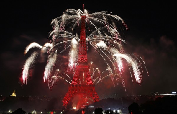 2016+Bastille+Day+Fireworks+Eiffel+Tower+Paris+hy47XSbpV1Zl