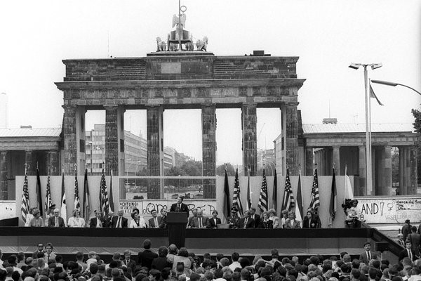 Brandenburg-Gate-Reagan-1987