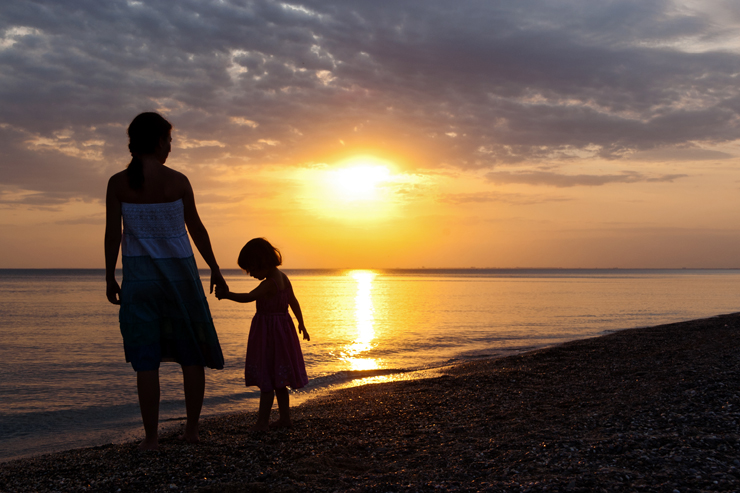 mother-daughter-sunset