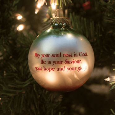 2017-prayer-ornament